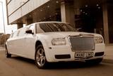 Limuzinu nuoma 2. Chrysler 300 C  12 Sitze   Das Auto ist außergewöhnlich, expressiv und aristokratisch. Die Innenausstattung ist elegant und bis ins Detail durchdacht, der bequeme Salon. Perfekt nicht nur im Inneren sondern auch im Äußeren