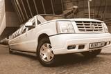 Limuzinu nuoma   3.Cadillac ESCALADE     16 мест         Исключительный вид и уютный салон, он привлекает внимание и восхищение окружающих людей. Это лимузин с исключительным несомненным стилем.