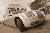 Limuzinu nuoma  6. Chrysler 300 C   12 мест   Особенный, экспрессивный и аристократический вид. Элегантный и продуманный до мелочей интерьер, удобный салон. Совершенный вид как снаружи, так и изнутри.